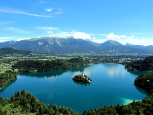 Lake_Bled_from_the_Mountain